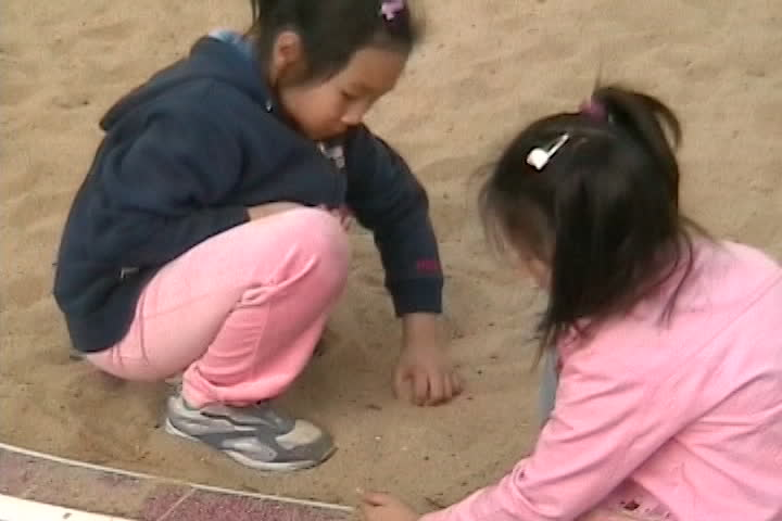 Long family videos : playing in the sand