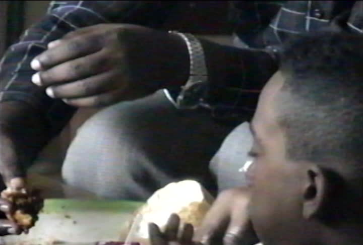Lu family videos : family dinner eating Injera and Tsebhi from a large dish