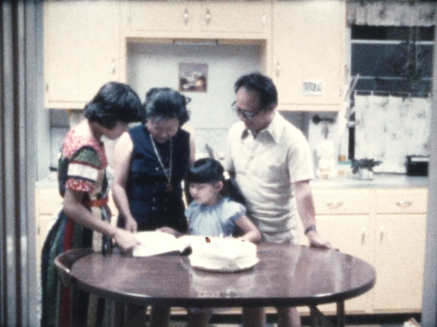 Chen family videos : birthday cake
