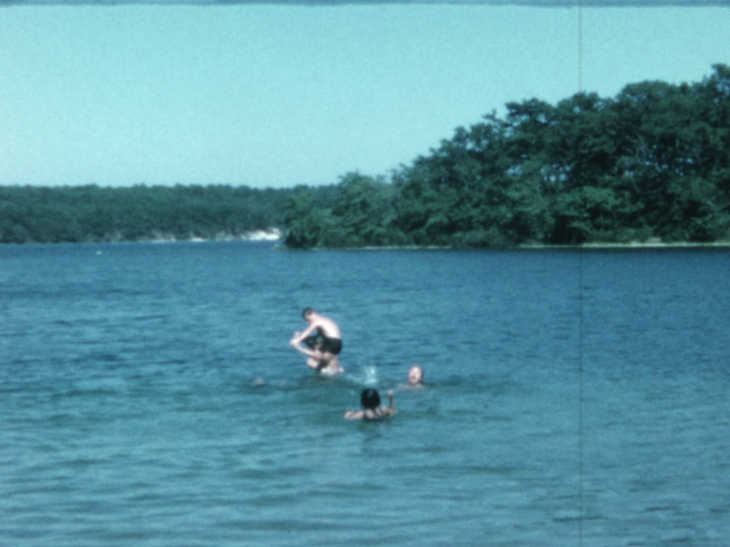 Chen family videos : swimming at a lake