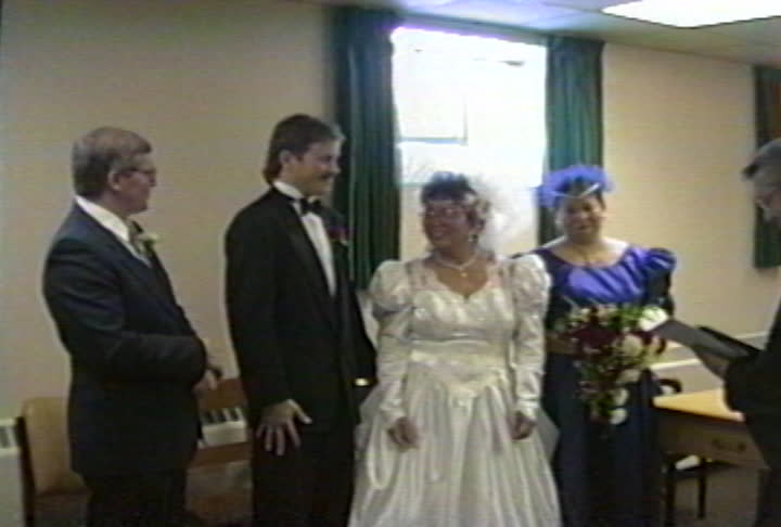 Nahwegahbo family videos : Mark & Flo's Wedding 7 : the kiss