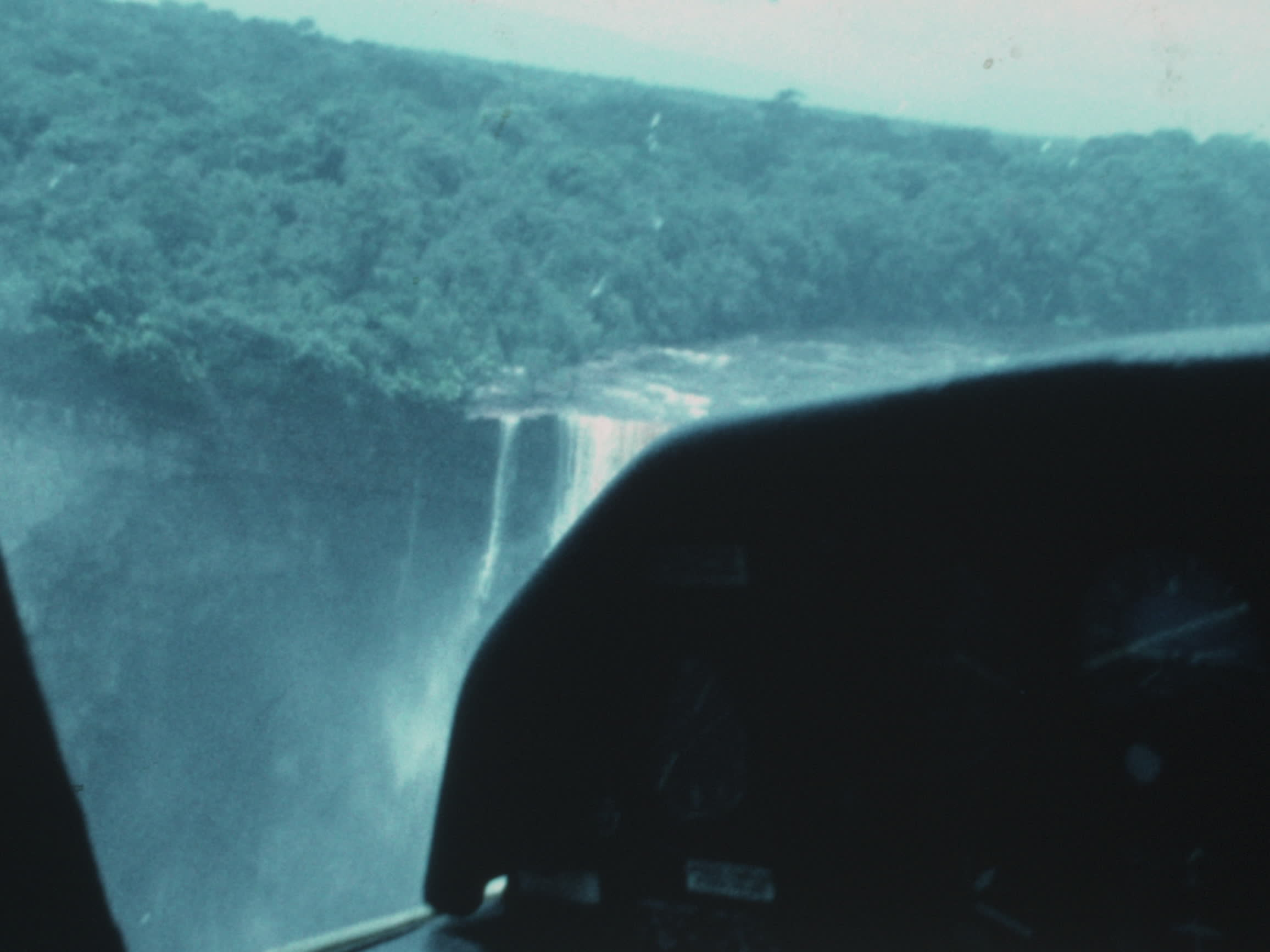 Baksh family videos : Kaieteur Falls plane ride