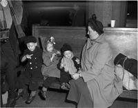 Immigrants : Dutch immigrants at Union Station
