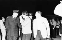 Beatles : Ringo Starr and John Lennon board plane for Montreal
