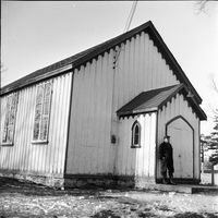 Image of a man standing in front of a school in Lafontaine in the winter.