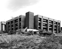 Development of campus buildings : Petrie Science Building under construction
