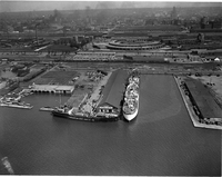 Air views : Waterfront : Ocean liners around Pier 4