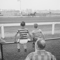 Old Woodbine Racetrack : children admitted to track